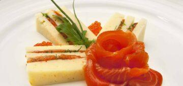 Kylmäsavulohta ja juustoa