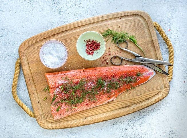 Graavilohi kuuluu perinteisesti joulun kalapöytään